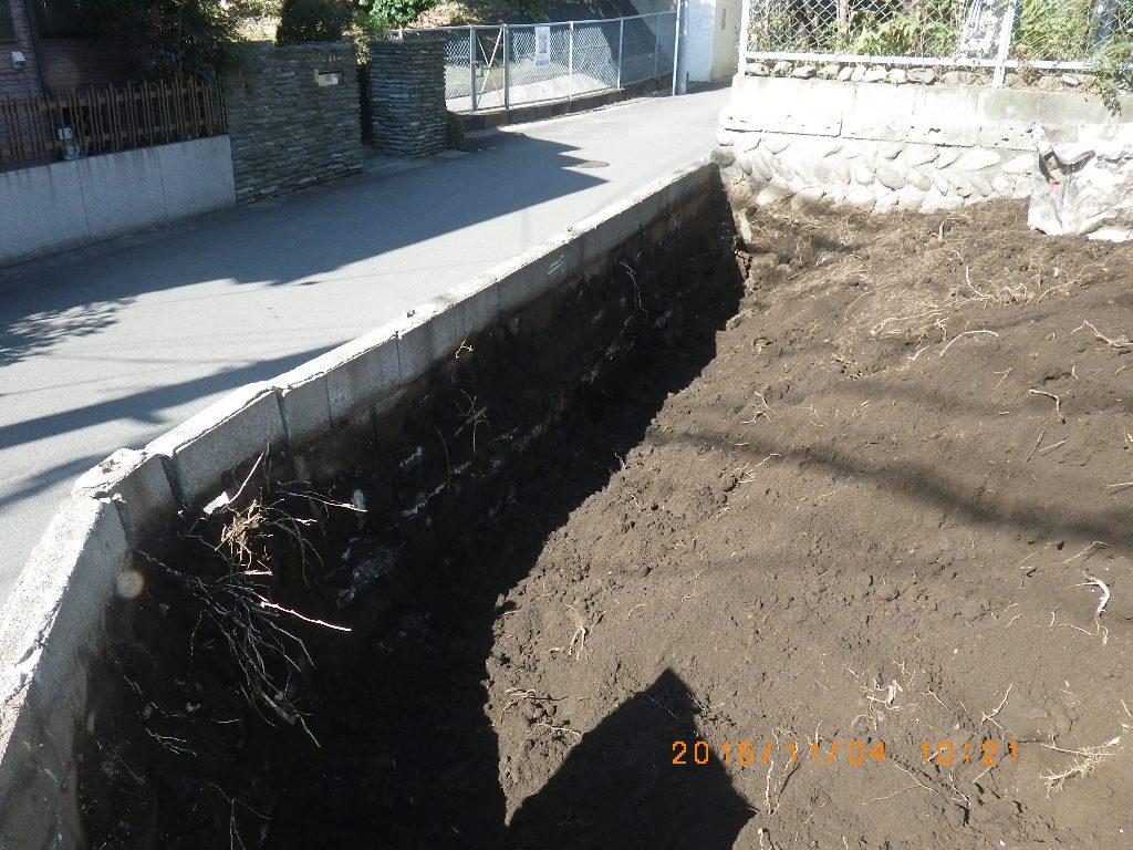 擁壁裏の掘削状況