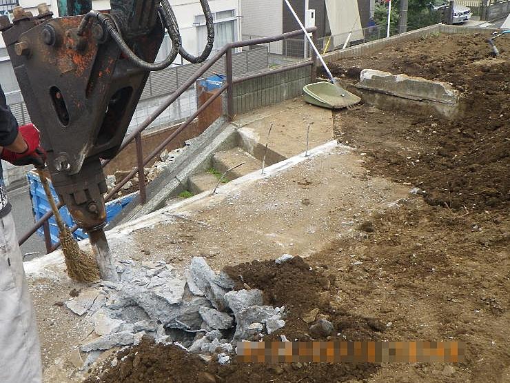 間知石積み擁壁の解体工事