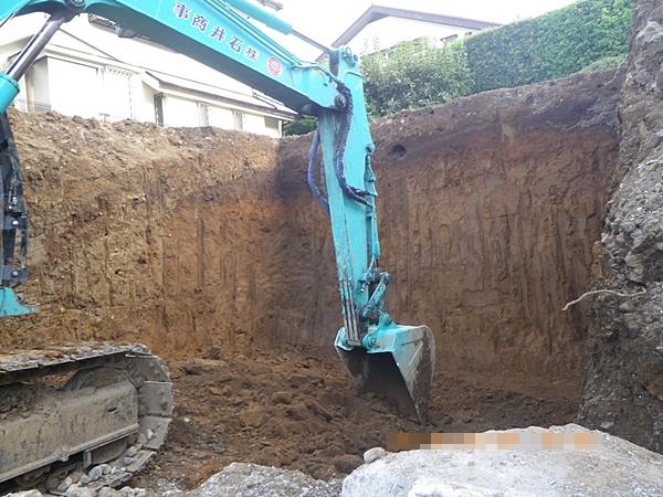 解体工事と平行して行った残土掘削工事
