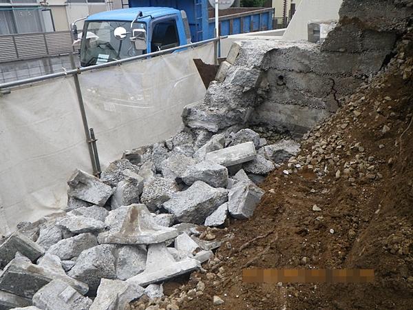 道路付近の解体工事