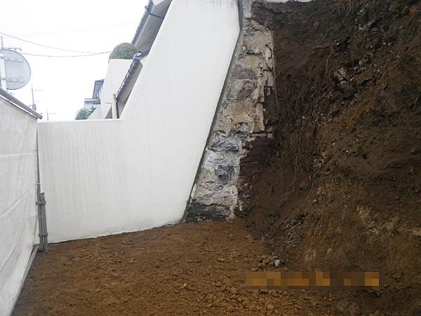 左側隣地部分の解体工事完了状況