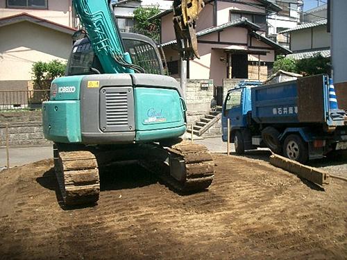 解体工事の整地転圧状況