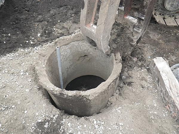 井戸ガワの撤去