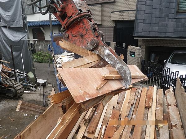木くず積み込み作業