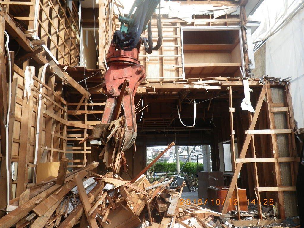 木造瓦葺2階建住宅 分別作業中