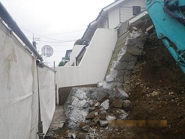 間知石積み擁壁解体の進行状況
